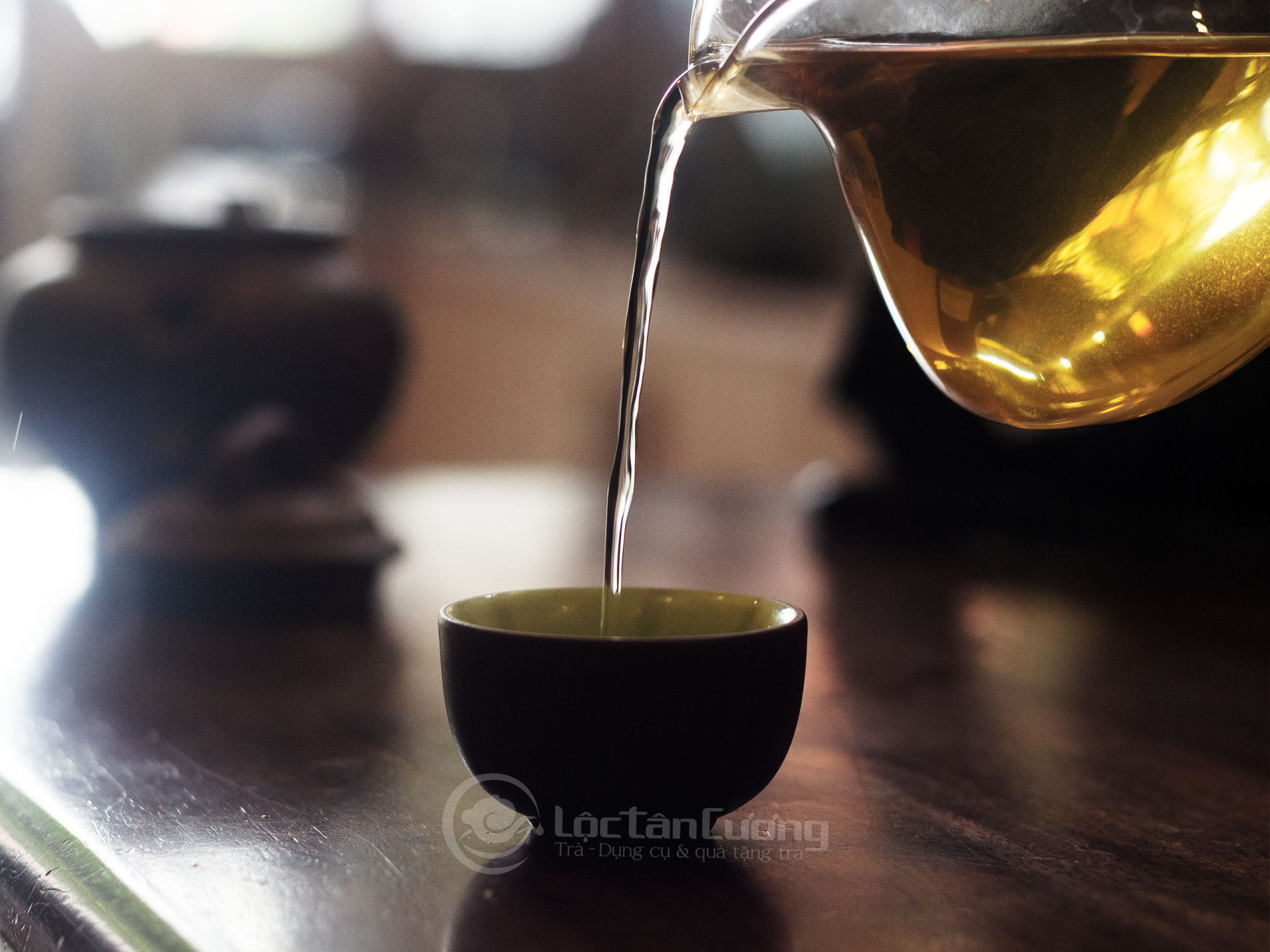 Trà sau khi pha có màu nước vàng trong, hương thơm thanh dịu và có vị hậu ngọt sâu như mật ong rừng